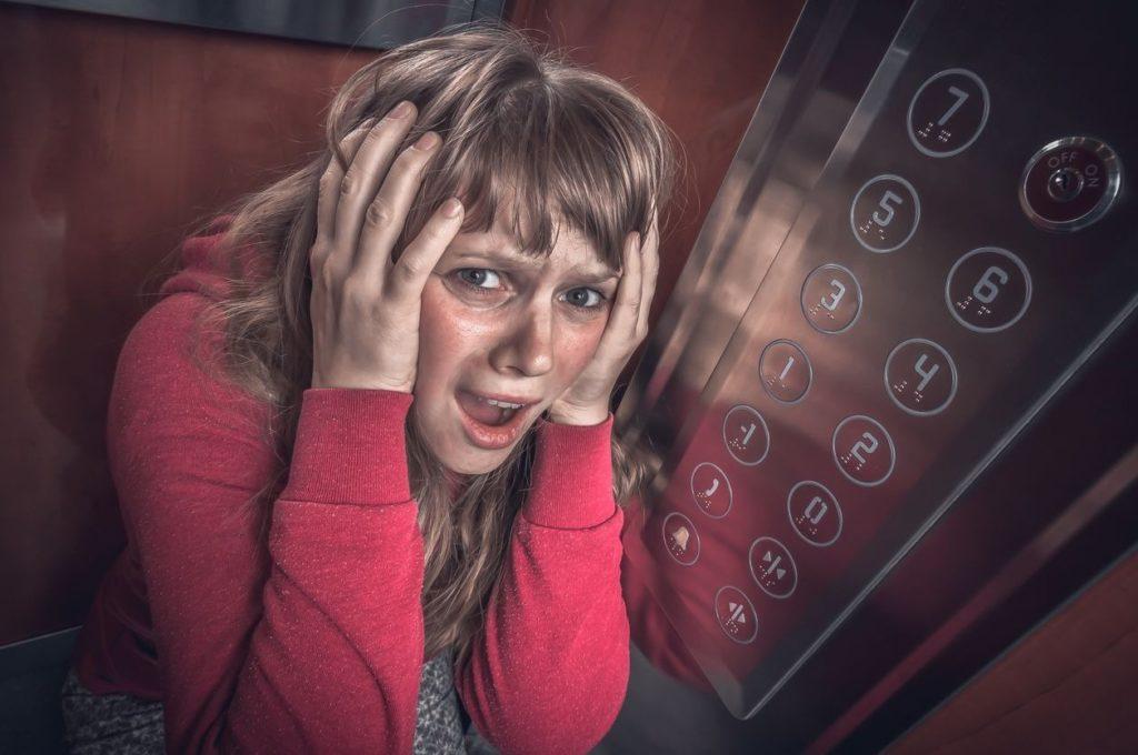 Claustrophobie: comment surmonter la peur des espaces clos?