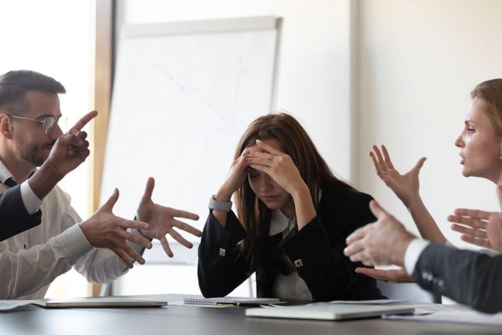 Comment arrêter de stresser lors des réunions au travail?